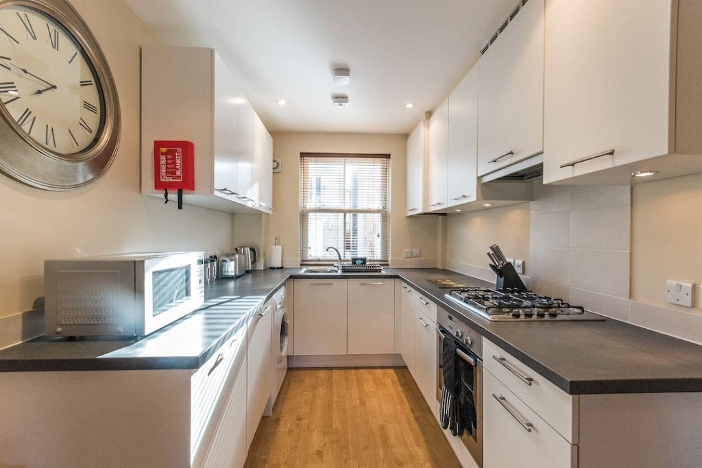 image 4 furnished 3 bedroom Apartment for rent in South Wimbledon, Merton
