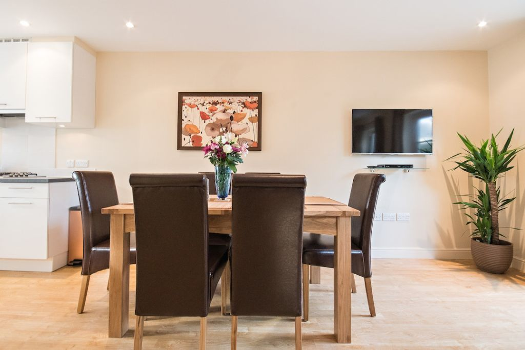 image 2 furnished 3 bedroom Apartment for rent in South Wimbledon, Merton