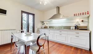 Cavour | modern style: Cucina % in stile % {style} di {professional_name}