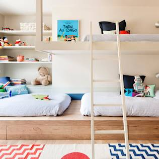 Dormitorio infantil : Minimalist nursery/kids room by A! Emotional living & work