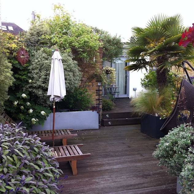 Garden In The Sky : Industrial style garden by Cool Gardens Landscaping