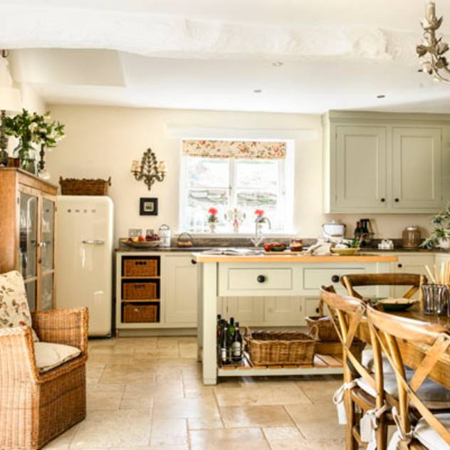 Cucina rurale di holly keeling interiors and styling
