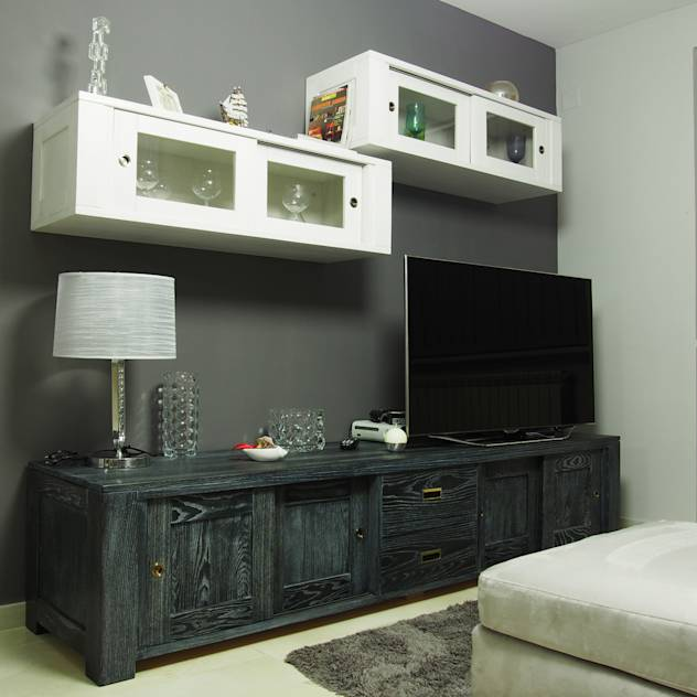 Wall mounted Tv unit : TV stands & cabinets by EBANISTERIA GAMBELLA