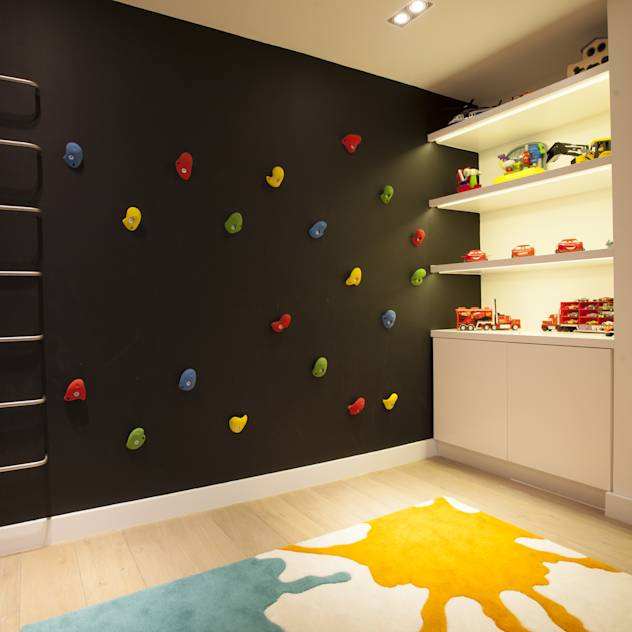 Play Room : Modern nursery/kids room by Roselind Wilson Design