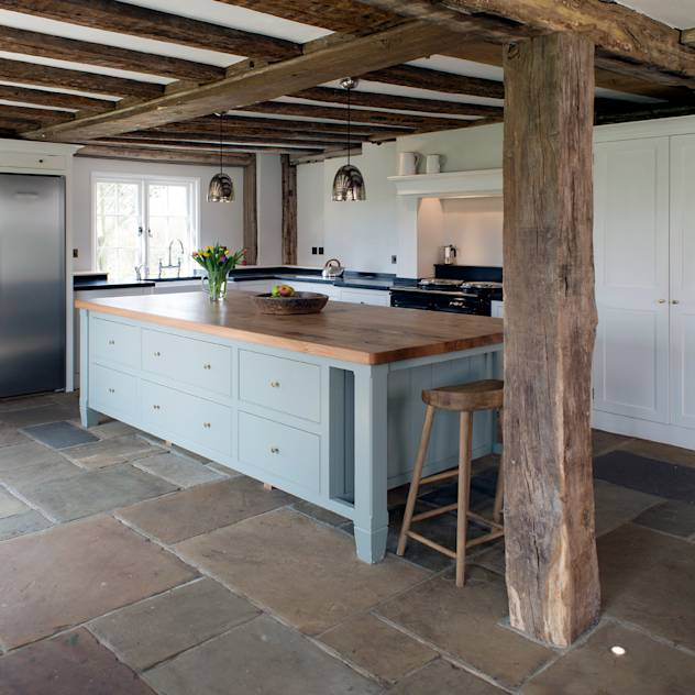 Projects / Kitchens : Colonial style kitchen by Hartley Quinn WIlson Limited