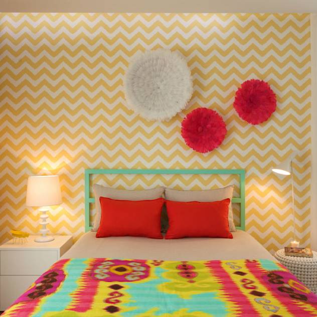 Girly Room : Modern bedroom by Ana Rita Soares- Design de Interiores