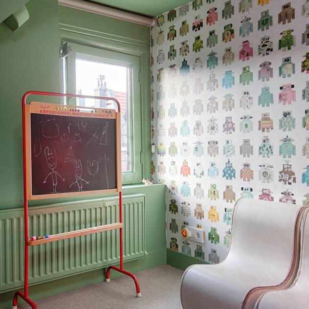 Classic style nursery/kids room by StrandNL architectuur en interieur