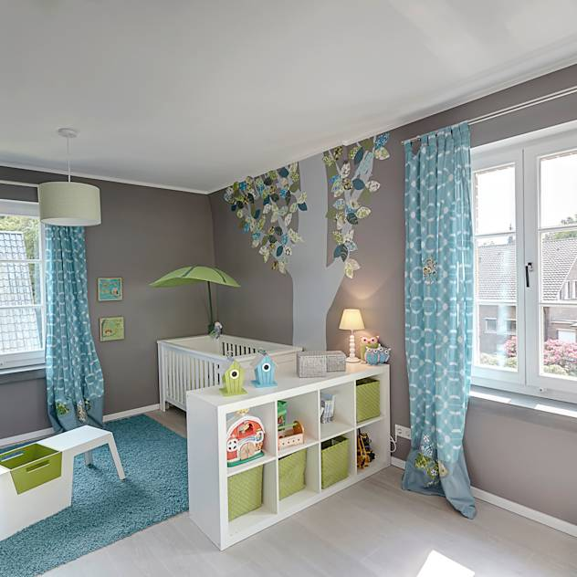 Modern nursery/kids room by 28 Grad Architektur GmbH
