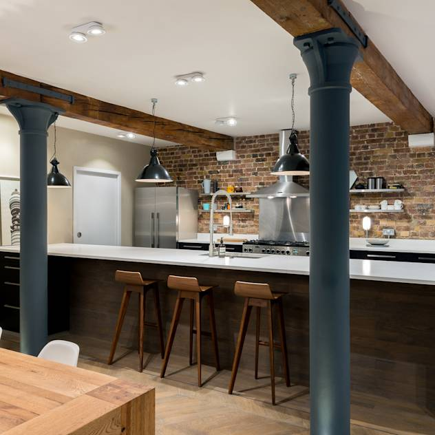 Cucina in stile industriale di Will Eckersley