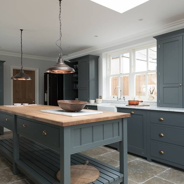 The Hampton Court Kitchen by deVOL : Classic style kitchen by deVOL Kitchens
