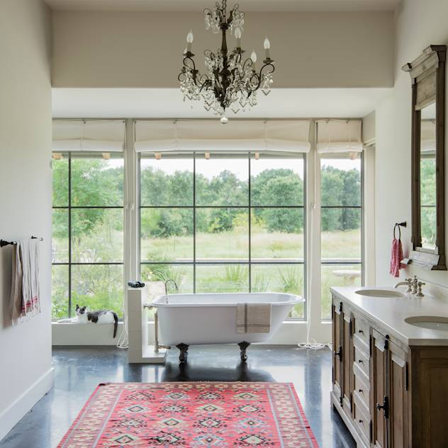 River Ranch Residence: Country Bathroom by Hugh Jefferson Randolph Architects