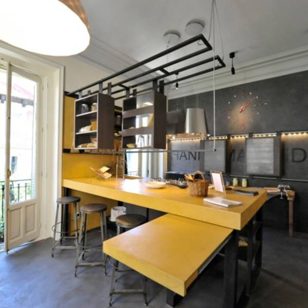 Kitchen Past-IT (Hands Made Ideas) : Cocinas de estilo industrial de Simona Garufi