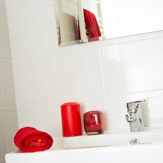 HOME STAGING : Bagno moderno di Design Photography