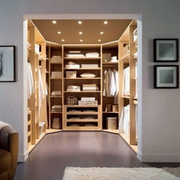 Walk in Wardrobe by Capital : Guarda-roupas e cômodas por Capital Bedrooms and Kitchens
