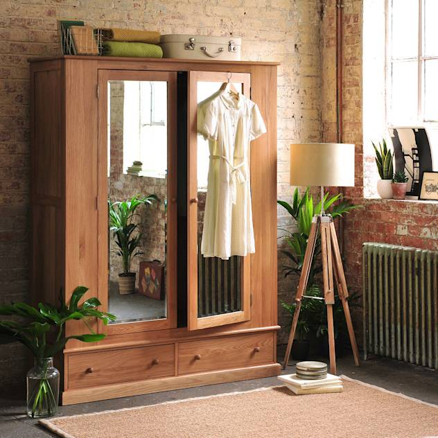 Appleby oak Wide Double Wardrobe : Armários por The Cotswold Company