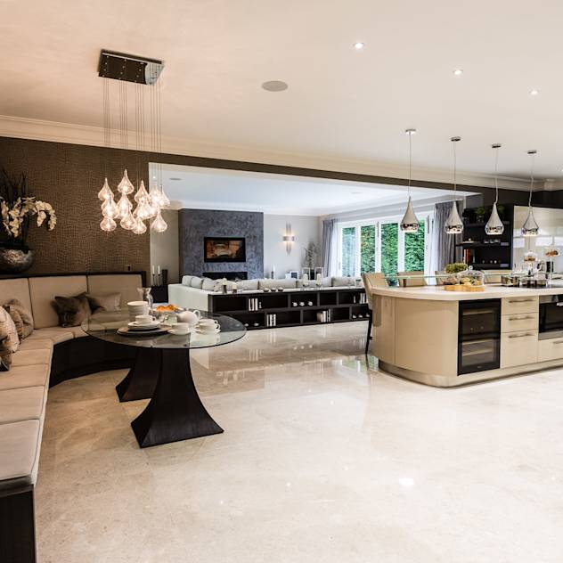 Open-Plan Kitchen, Dining Room and Media Room : Classic style kitchen by Luke Cartledge Photography