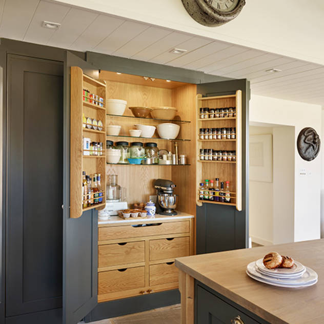 Orford | A classic country kitchen with coastal inspiration : Classic style kitchen by Davonport