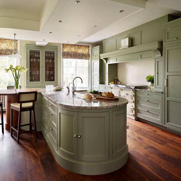 Fallowfield | Traditional English Country Kitchen : Cucina in stile classico di Davonport