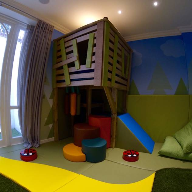 Fulham: Modern Nursery/kid's room by Tiger Play
