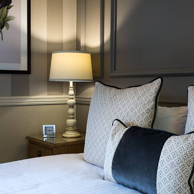 Double Bedroom – Down Hall Country House Hotel : Hotel in stile classico di Rachel McLane Ltd
