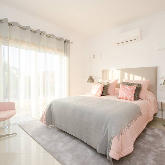 Private Interior Design Project – Vilamoura: Quarto Moderno por Simple Taste Interiors