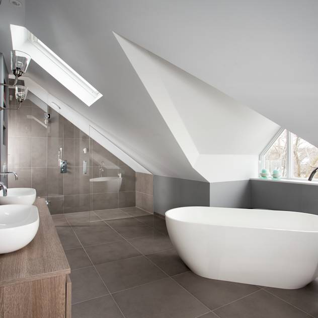 West London Victorian Property : Eclectic style bathroom by FrenchStef