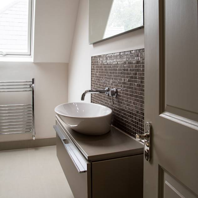 Calverley Park : Modern bathroom by Robyn Falck Interiors