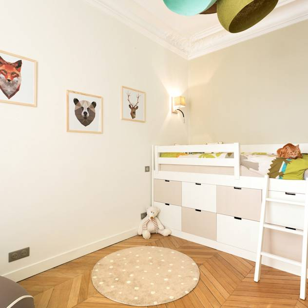 Child Bedroom Paris : Stanza dei bambini moderna di Carnets Libellule