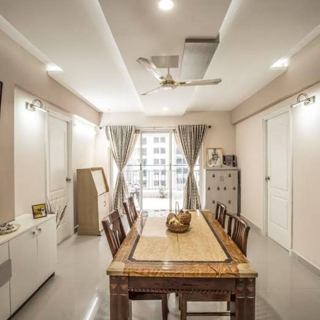 Ezhilagam : Modern dining room by Spacestudiochennai