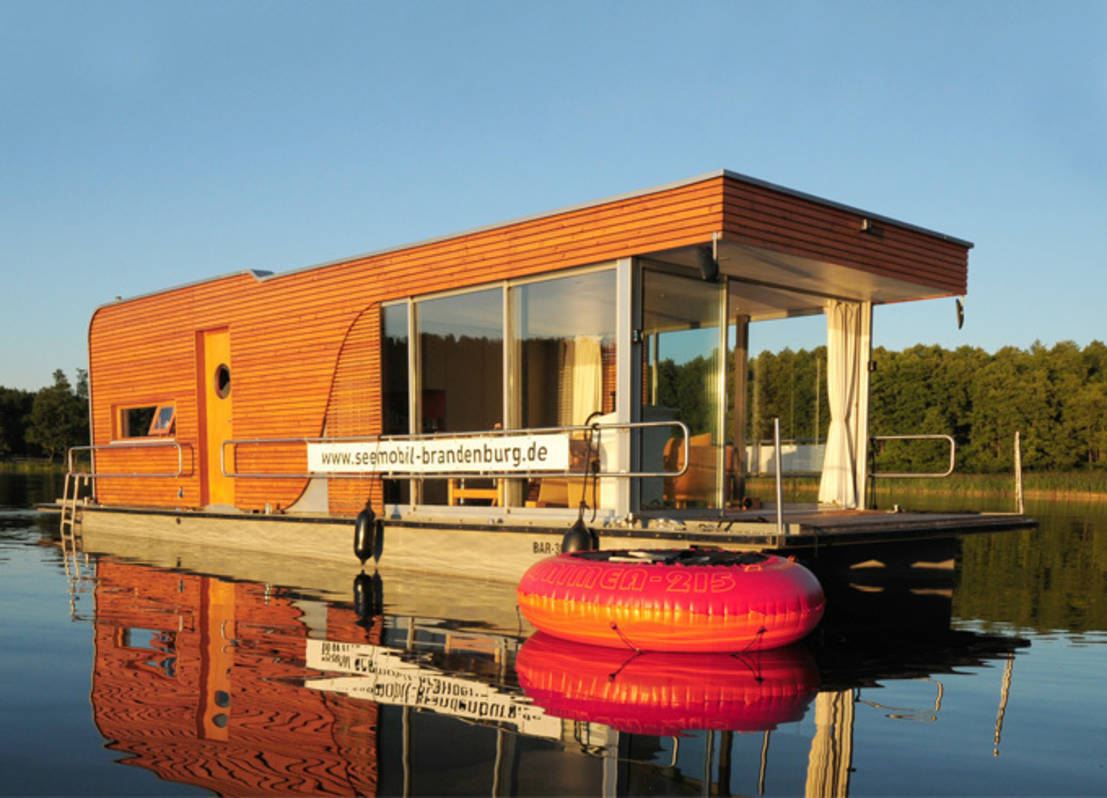 hausboot auf der havel. Black Bedroom Furniture Sets. Home Design Ideas