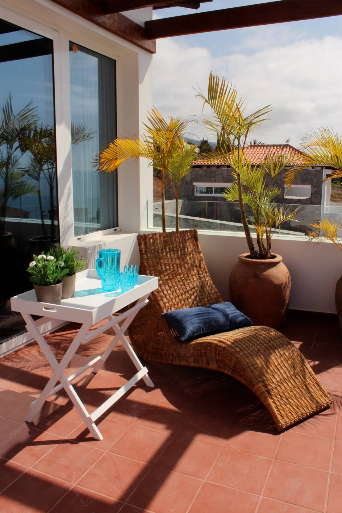 7 grandes ideas para balcones y terrazas peque as - Decoracion de patios pequenos exteriores ...