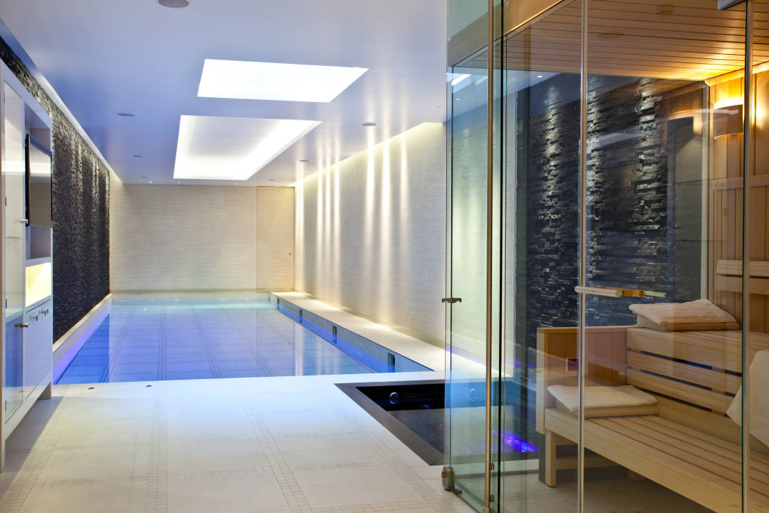Moving floor pool by london swimming pool company homify for Swimming pool floor