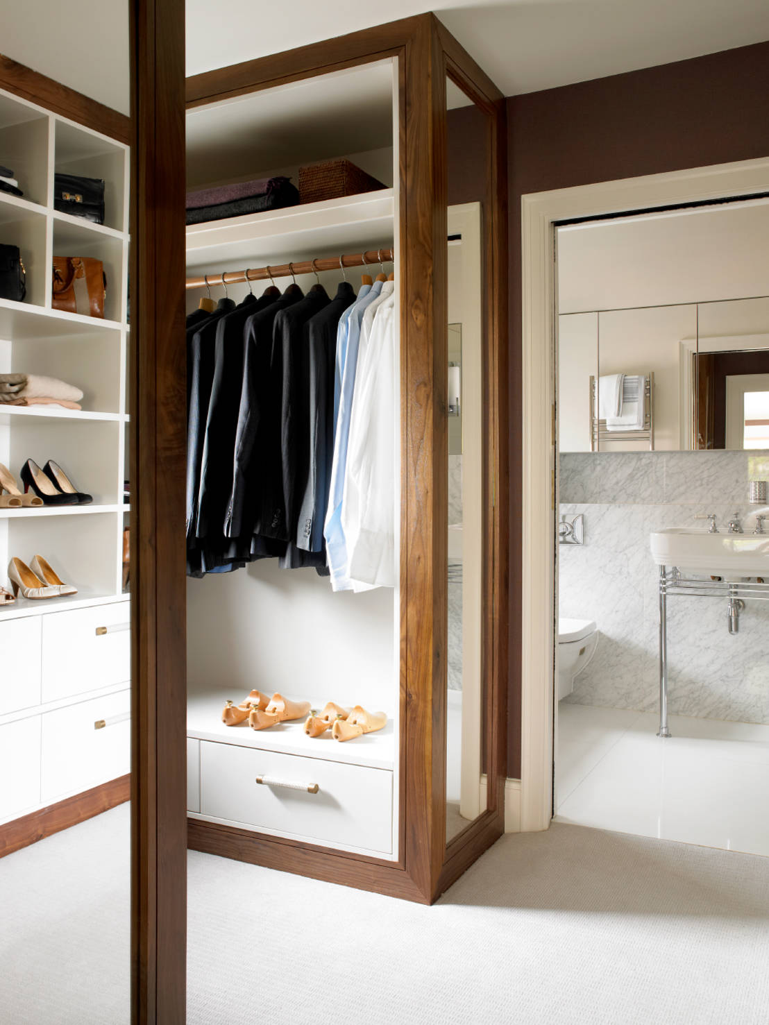 Homify japan for Ensuite dressing room ideas