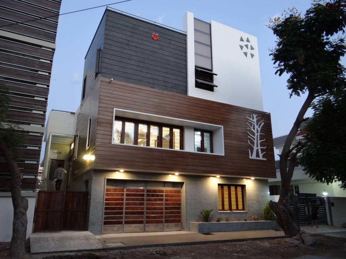 Modern style house by Hasta architects