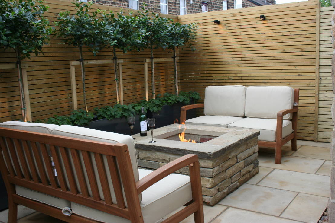 How do i maximise space in a small garden for Small outdoor patio areas