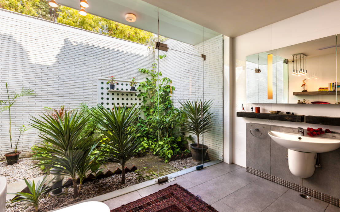 8 amazing indoor garden ideas for your home for Home and garden bathroom ideas