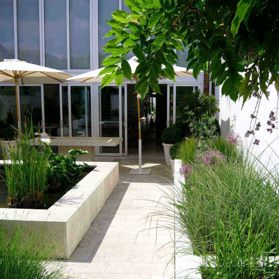 Innovative small garden design tips for Small courtyard landscaping
