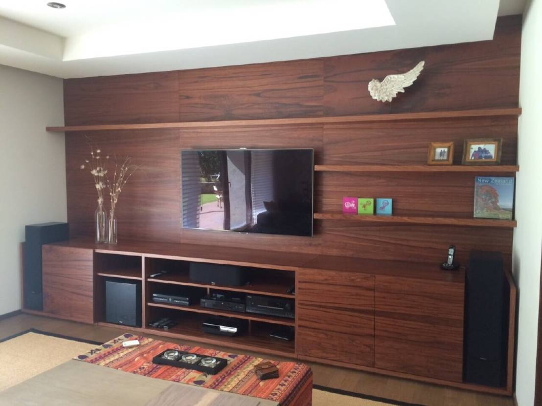 Invito muebles minimalistas interiorismo decoraci n de - Muebles para tv madera ...