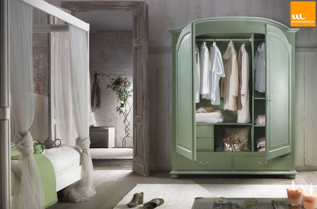 Armadio Verde Shabby Chic : Wardrobes & closets by Mobilinolimit