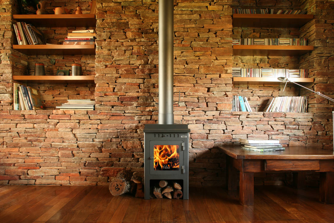 10 chimeneas modernas el calor inigualable del hogar for Decoracion para chimeneas modernas
