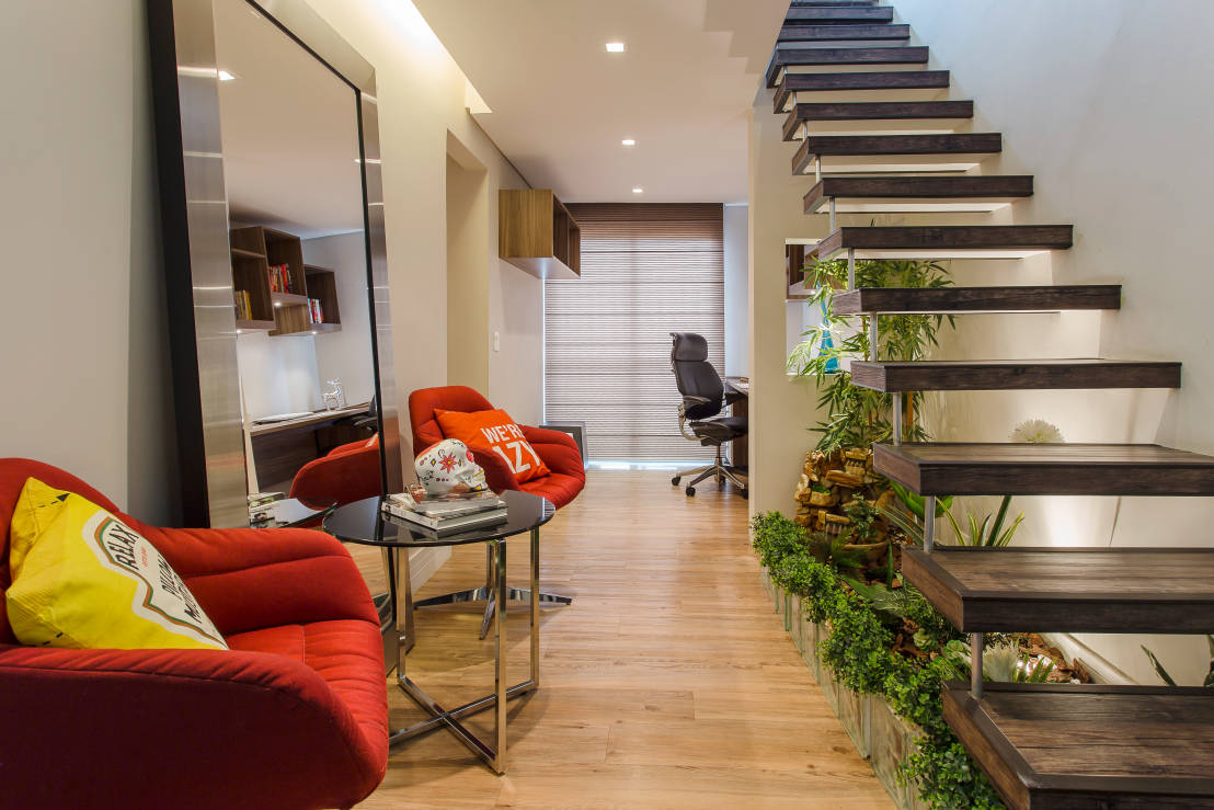 7 ideas de jardines debajo de la escalera - Decorar escaleras interiores ...