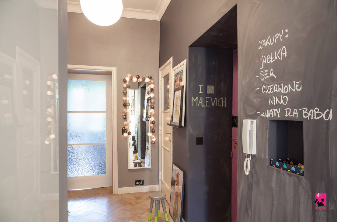 Hol: Eclectic hallway, hallway and stairs of Pink Pug Design Interior