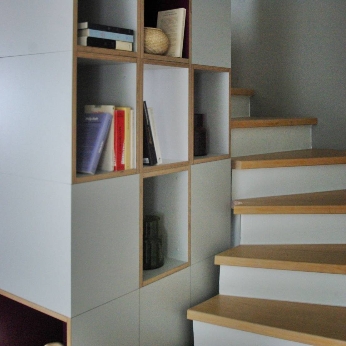 placard sous escalier 10 solutions de rangement. Black Bedroom Furniture Sets. Home Design Ideas