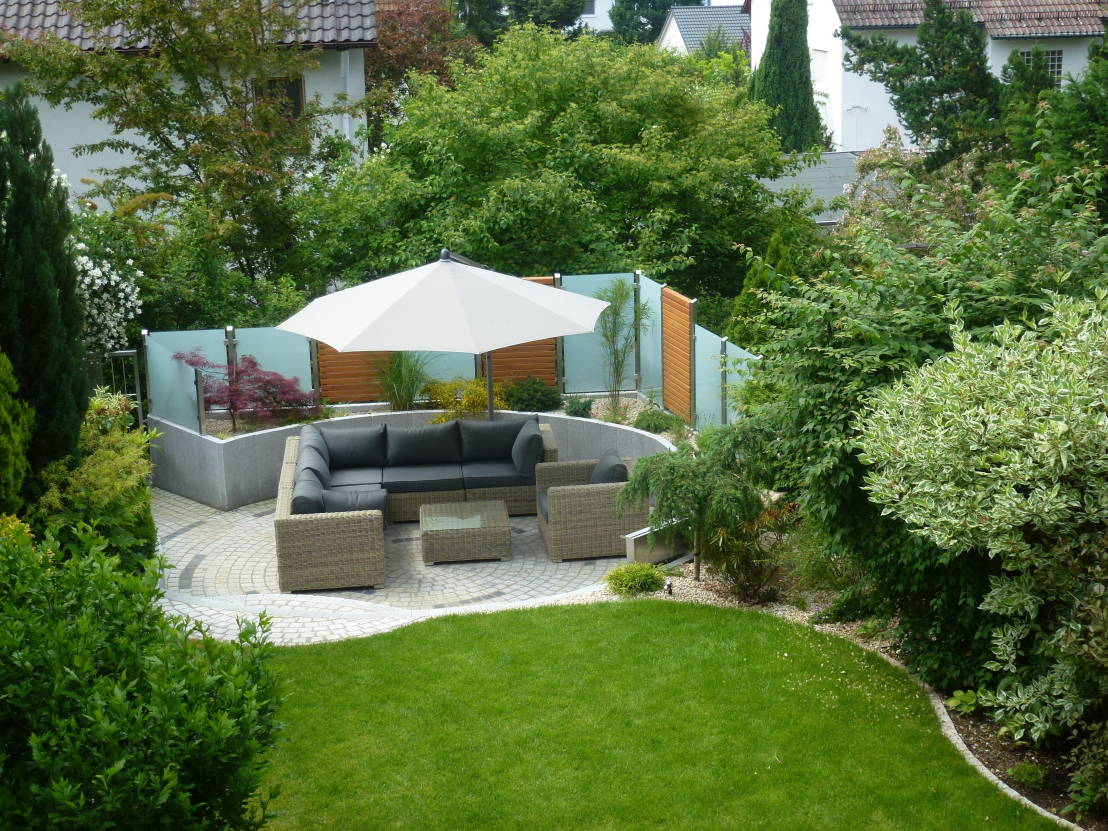 18 easy to manage gardens to save time and your back. Black Bedroom Furniture Sets. Home Design Ideas