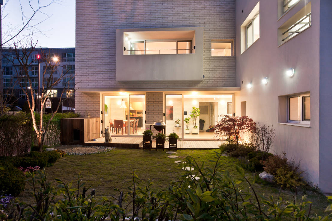 Pangyo calls per year (好 緣 堂) House: Modern style house by (main) Architects Atelier seventeen