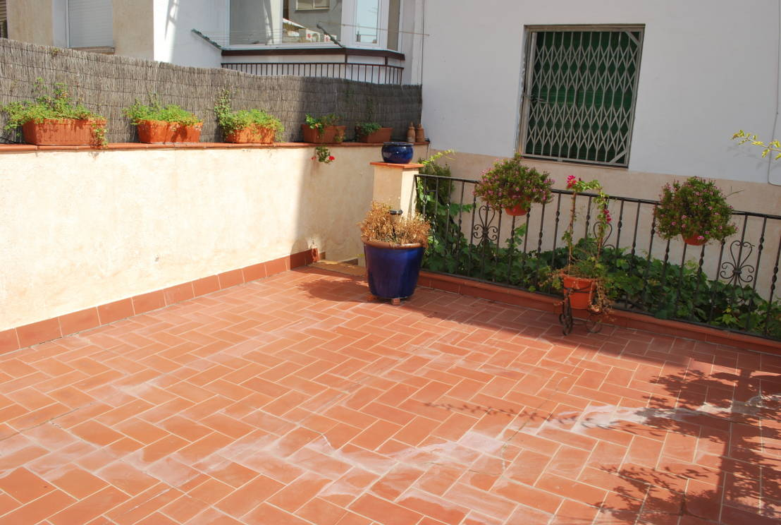 5 patios renovados y espectaculares for Piso con jardin barcelona