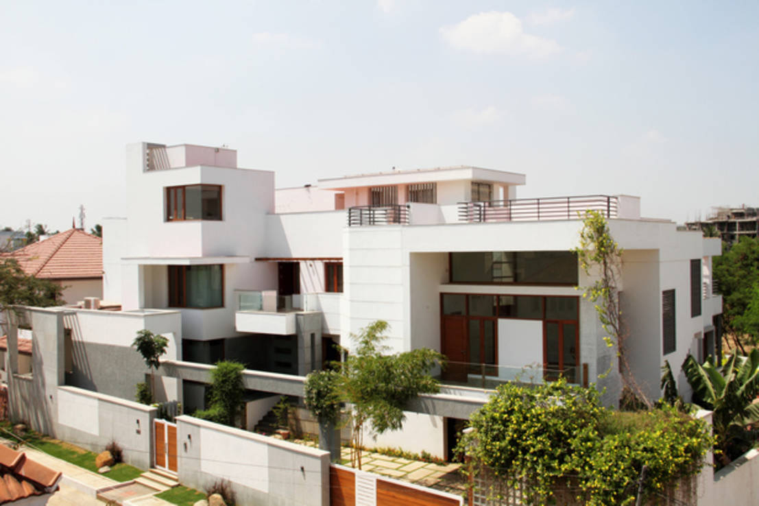 RESIDENCE FOR MRS. & MR. VASUKI RAJAGOPALAN : Modern houses by Muraliarchitects