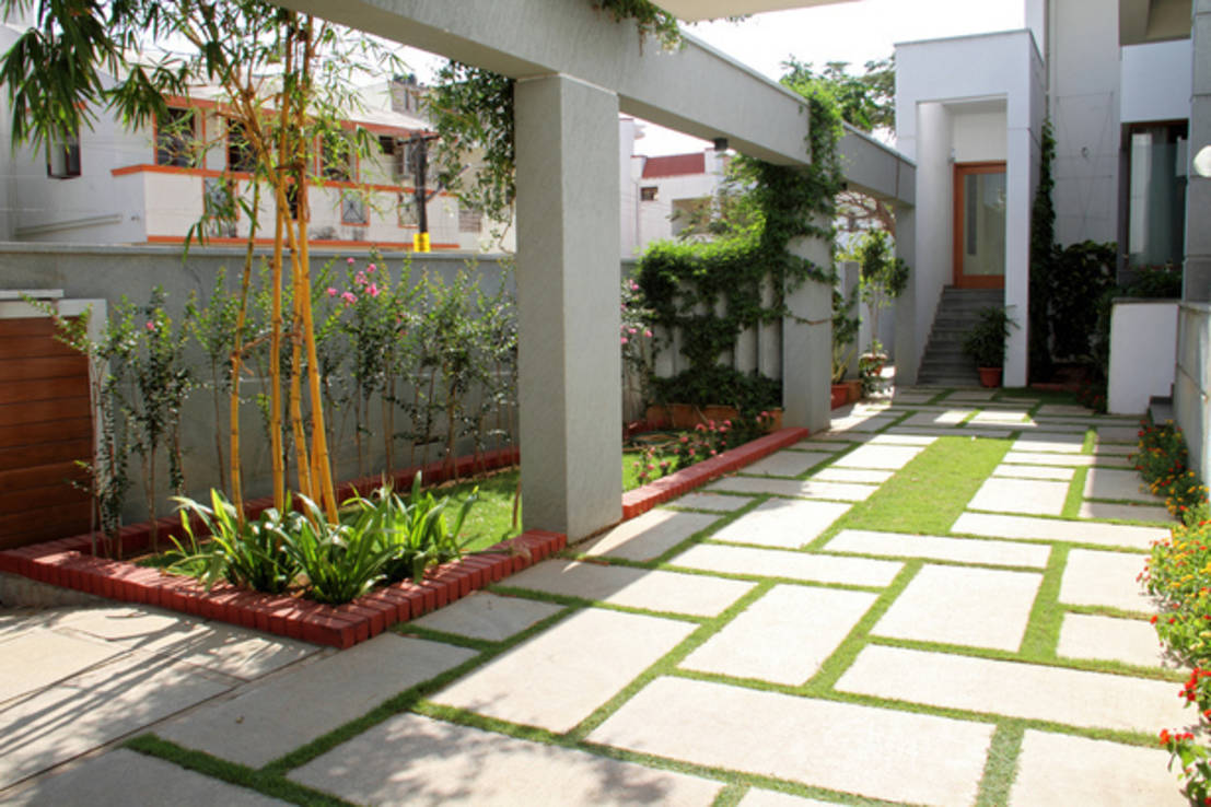 RESIDENCE FOR MRS. & MR. VASUKI RAJAGOPALAN : Modern garden by Muraliarchitects