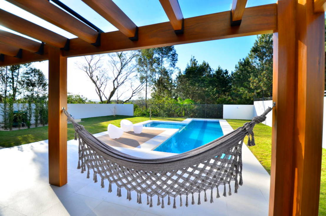 Terrazas y patios con alberca 10 ideas sensacionales for Decoracion de patios con piscina