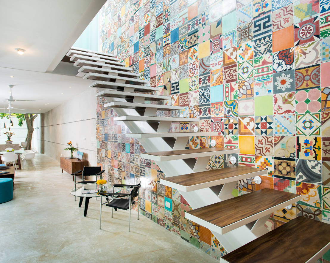 Escalera - B+H45 : Modern corridor, hallway & stairs by HPONCE ARQUITECTOS
